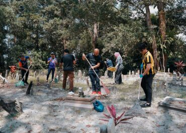 Jerudong Park Medical Centre and Pantai Jerudong Specialist Centre Jointly Organised Cemetery Cleaning Campaign